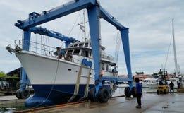 Launching boat at marina Royalty Free Stock Photos