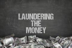 Laundering текст денег на черной предпосылке стоковое фото rf
