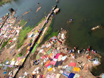 Laundry Bay. Poor people washing their laundry and drying it on the banks of a river in India Stock Photo