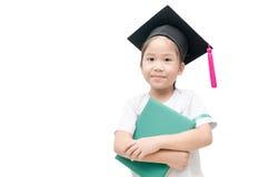 Laureato asiatico del bambino della scuola con il cappuccio di graduazione Fotografie Stock Libere da Diritti