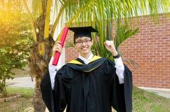 Laureato asiatico dell'università Fotografie Stock Libere da Diritti