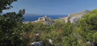 Laureato di Stari - Fortica - le rovine della fortezza sopra la città Omis Immagini Stock Libere da Diritti
