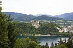 Laureato medievale di Blejski del castello sul lago sanguinato Blejsko Jezero, Slovenia Immagine Stock Libera da Diritti