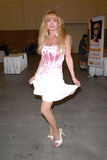Laurene Landon am komischen Betrug Pasadena-Rock'n, Pasadena-Messegelaende, Pasadena, CA 05-28-10 Stockfoto