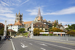 Lausanne domkyrka som ses i avståndet Arkivbilder