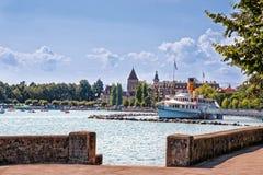 Lausanne-Kai von Geneva See im Sommer Stockfotografie