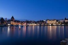 Lausanne Ouchy in Schemering Stock Fotografie