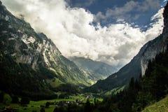 Lauterbrunnen berg Switserland arkivbild