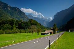 lauterbrunnen den schweiziska dalen Arkivbild