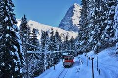 Lauterbrunnen, MÃ ¼ rren w Szwajcaria Śnieżnych Bożenarodzeniowych górach Obrazy Stock