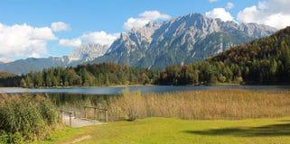 Lautersee y bogland, lago otoñal en Baviera Imagenes de archivo