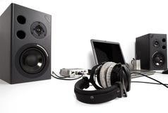 Lautsprecher auf Schreibtisch Stockbild