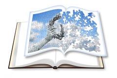 Lauwerkranshand - door een bronsstandbeeld wordt gehouden op geopende photobook I die royalty-vrije stock afbeeldingen