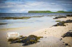 Lavé vers le haut de la balise chez Coral Beach dans Claigan sur l'île de Skye en Ecosse photographie stock libre de droits