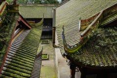 Lav-täckte tak av forntida kinesiska byggnader Royaltyfri Bild