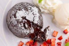 Lava Chocolate Cake med glass och mintkaramellen Fotografering för Bildbyråer