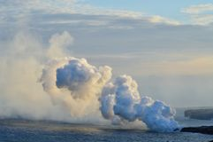 Lava Melting With The Sea stock afbeeldingen