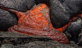 Lava que flui perto da ilha grande Havaí da cratera de Puuoo Foto de Stock Royalty Free