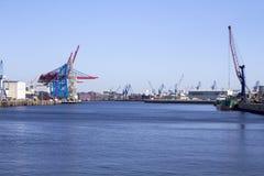 Lavabo del puerto con las grúas Fotos de archivo libres de regalías