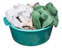 Lavabo di plastica verde rotondo con i vestiti sporchi Fotografie Stock