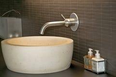 Lavabo et robinet Image stock