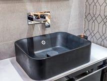 Lavabo moderno del cuarto de baño Fotos de archivo