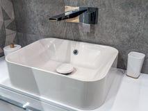 Lavabo moderno del cuarto de baño Fotografía de archivo libre de regalías