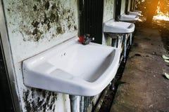 Lavabo pulito sporco Immagine Stock