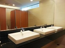 lavabos en retrete plublic Fotografía de archivo libre de regalías