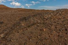 Lavadagzomende aardlagen op de helling van de vulkanische krater van Al Wahbah, Saudi-Arabië stock foto's