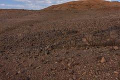 Lavadagzomende aardlagen op de helling van de vulkanische krater van Al Wahbah, Saudi-Arabië royalty-vrije stock foto