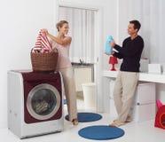 Lavadero de Dooing con la lavadora Fotos de archivo