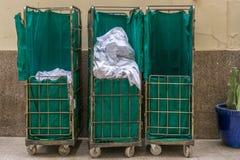 Lavadero sucio recogido en un hotel imágenes de archivo libres de regalías