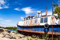 Lavado acima do barco velho fotografia de stock
