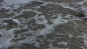 ? 'Lavado afastado na praia vídeos de arquivo