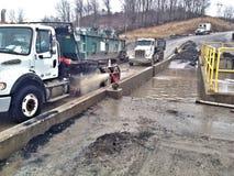 Lavado del camión del vertido Imagen de archivo libre de regalías