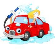 Lavado divertido del coche de la historieta con el tubo y la esponja de agua Imagen de archivo
