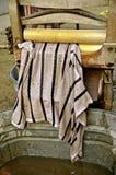 Lavadora del escurridor y toalla mojada foto de archivo