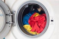 Lavadora por completo de la ropa sucia Imagen de archivo libre de regalías