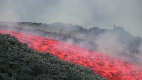 Lavaflöde av Volcano Etna, Italien lager videofilmer