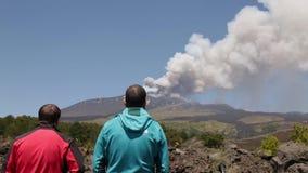 Lavafluss auf den Vulkan Ätna sizilien stock video footage