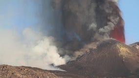 Lavafontein van dag stock videobeelden