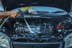 Lavage à haute pression de moteur de l'eau, nettoyage image stock