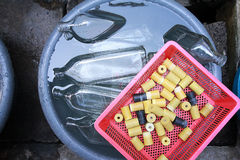 Lavage de bouteille Image libre de droits