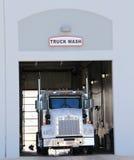 Lavage de camion Photographie stock libre de droits
