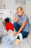 Lavage de femme au foyer Photographie stock