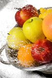 lavage de fruits Photos libres de droits