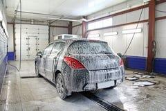 Voiture dans une lave auto vue de l 39 int rieur photo for Lavage interieur voiture