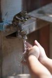 Lavagem das mãos Fotos de Stock