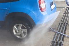 Lavagem de carros azul na limpeza da ação Foto de Stock